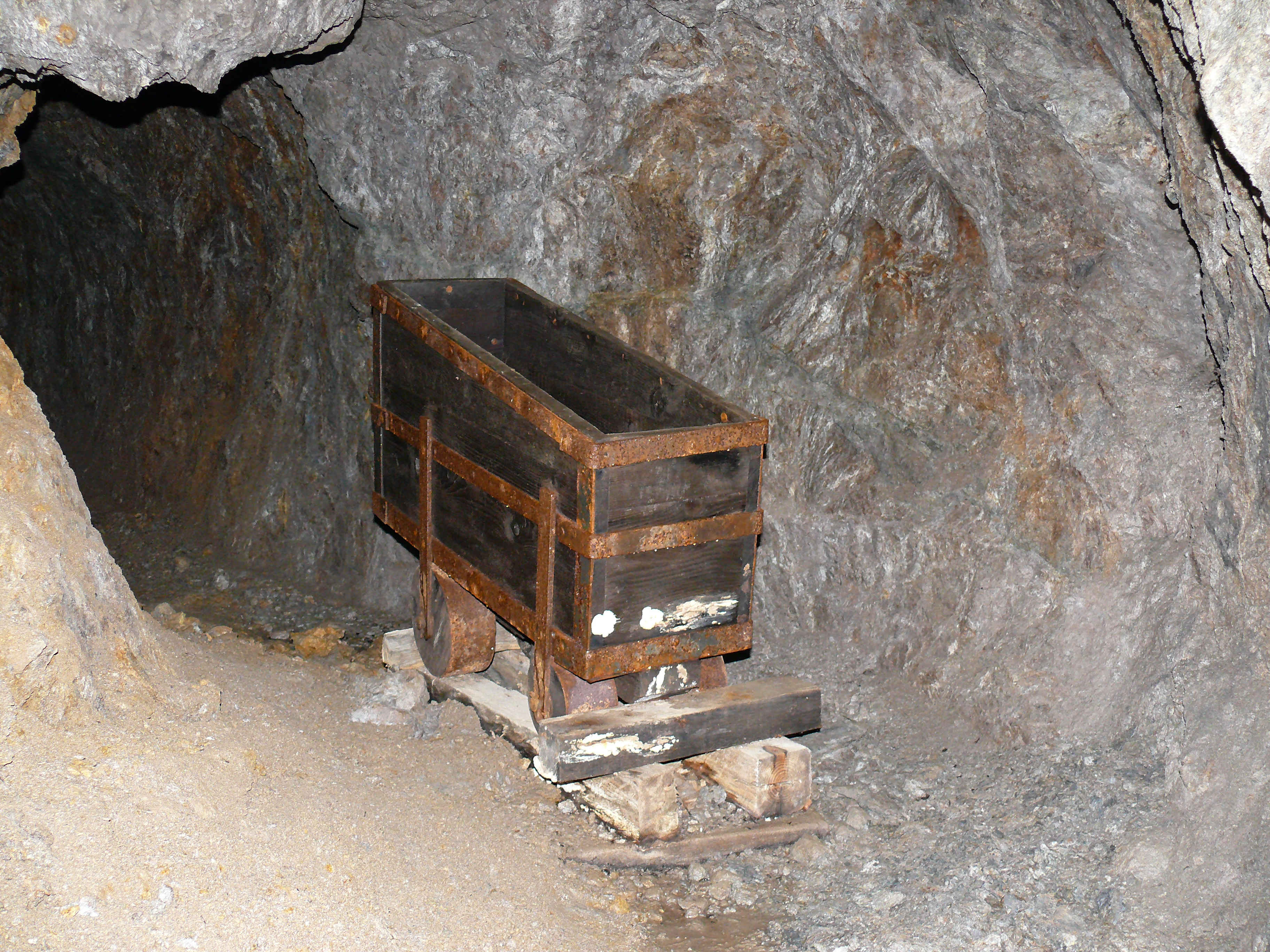 chariot-pour-evacuation-du-minerai